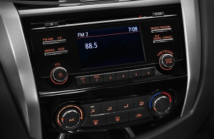Car_Fast_Nazareth_Black_Nissan_NP300_Frontier_2016_F26