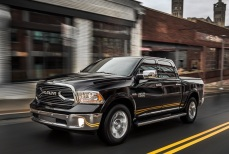 Dodge-Ram_1500_Laramie_Limited_2015fotos111