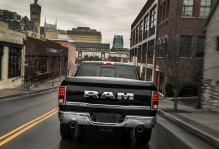Dodge-Ram_1500_Laramie_Limited_2015fotos1w