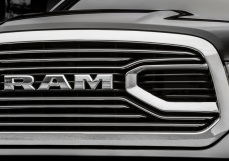Dodge-Ram_1500_Laramie_Limited_2016 5