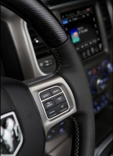 Dodge-Ram_1500_Laramie_Limited_2016 controles