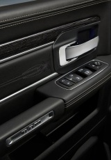 Dodge-Ram_1500_Laramie_Limited_2016 interiores4