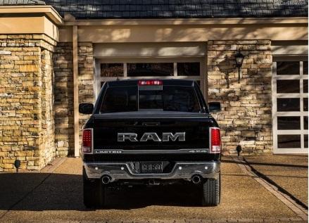 Dodge-Ram_1500_Laramie_Limited_2016fotoss